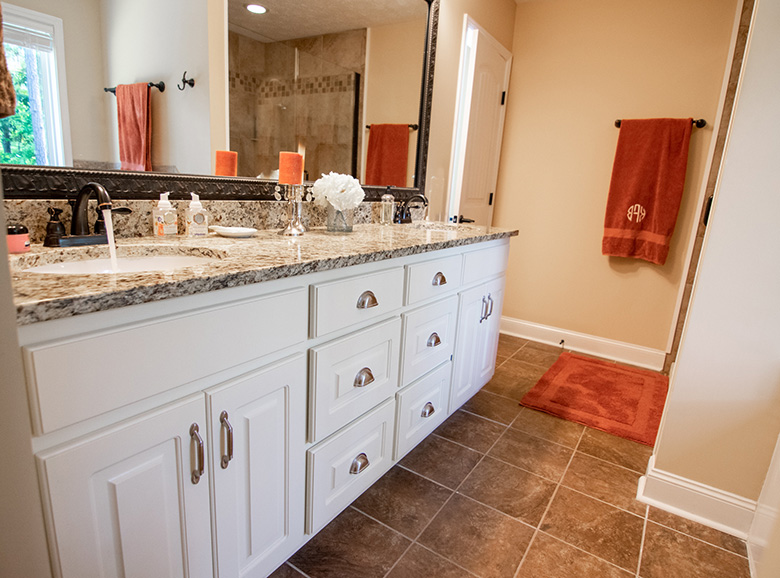 44 viburnum way, john bunn realty, bathroom, tiles, towels, white cabinets