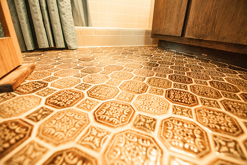 Bathroom floor in 45 Dogwood Terrace Ellerslie GA orange and yellow