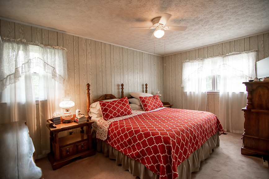 John bunn harris county bedroom with a beautiful cover in 45 Dogwood Terrace