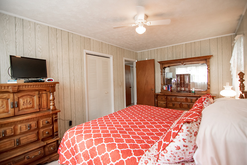 John Bunn realty in Ellerslie GA lists a beautiful bedroom in harris county ga